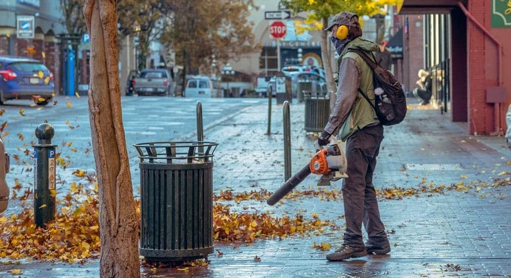 How Leaf Blowers Contribute to Noise Pollution